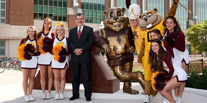 President Kaler stands with Goldy and cheerleaders to receive AASHE Gold award